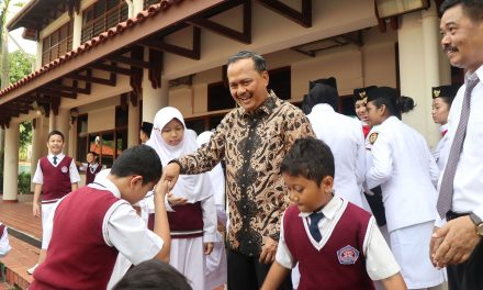 SIS Goes SMART  with Ambassador Ngurah
